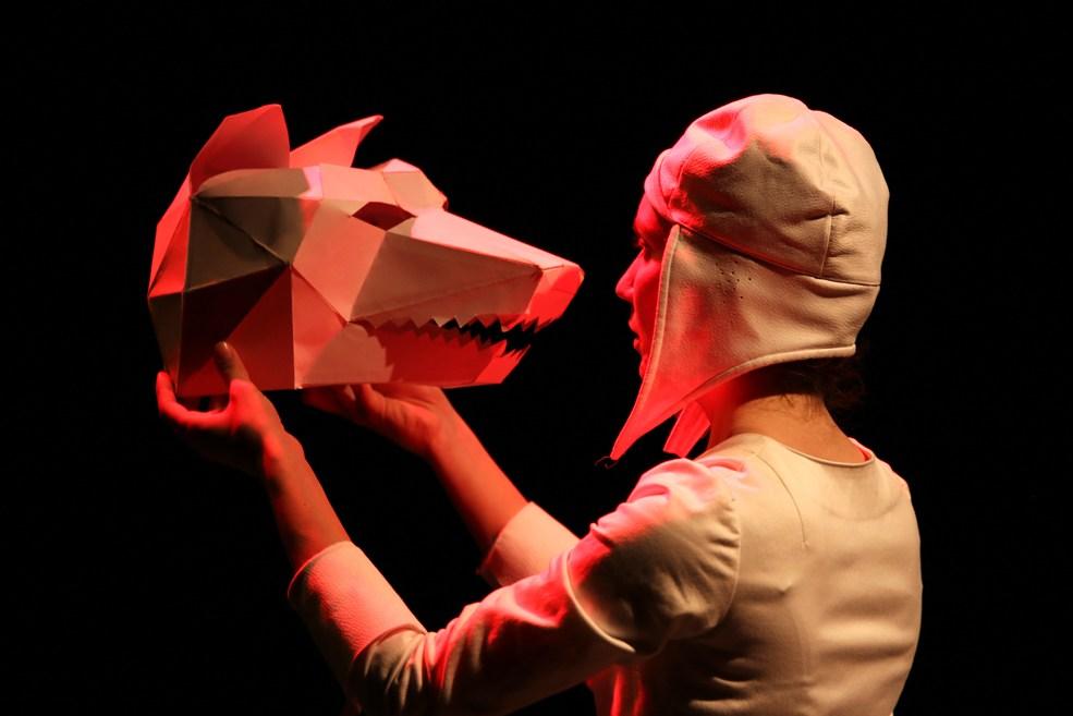 Scénographe théâtre Les Couleurs de l'Oiseau Blanc, le loup Hamlet, Assilem décors, scénographe Bordeaux, peintre en décor, peintre décorateur