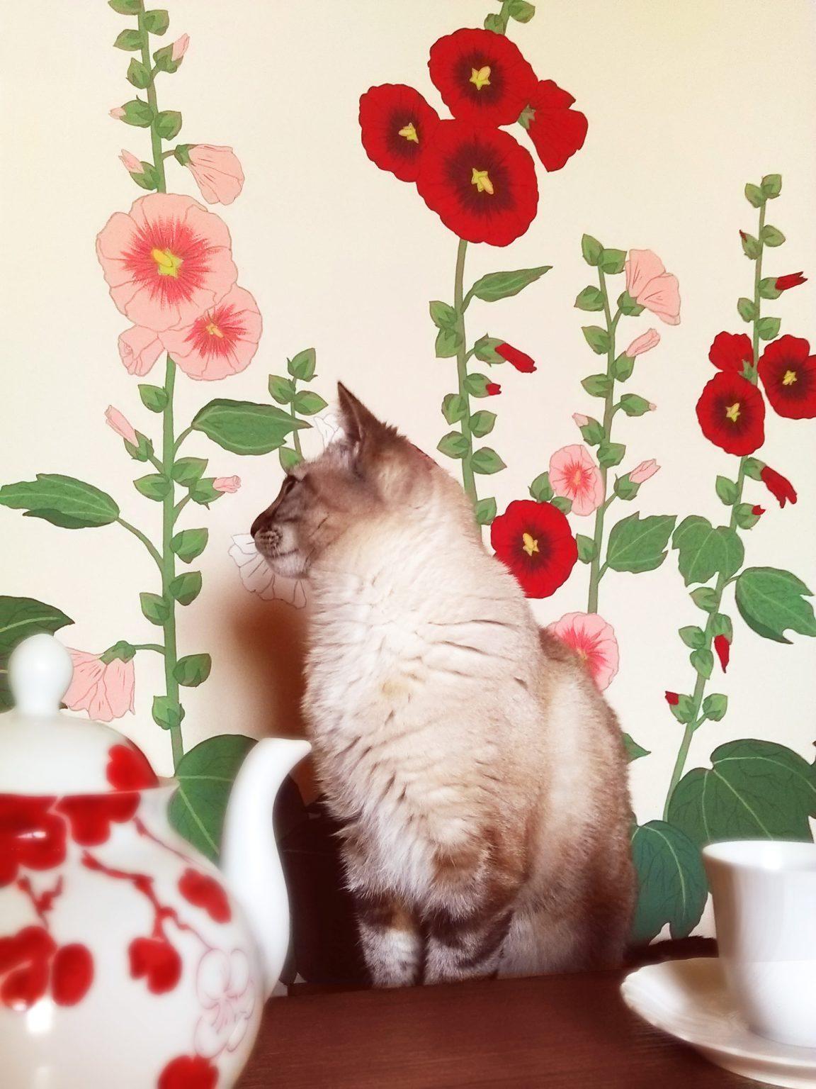Peinture murale roses tremieres, Assilem décors, peintre en décor Bordeaux, décoration intérieure, peinture décorative