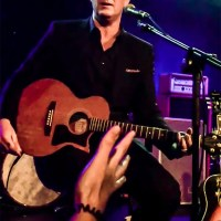 Josh Homme's Rare Acoustic Set Bewitches at Benefit Performance — Through The Lens