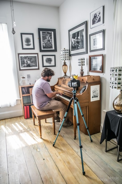 Freddie Bourne visited the Photographic Melodie Gallery in Indianapolis, Indiana for an artfully compelling live interview followed by a brilliant heartfelt performance on Wednesday, June 23, 2021. Photo cred Melodie Yvone