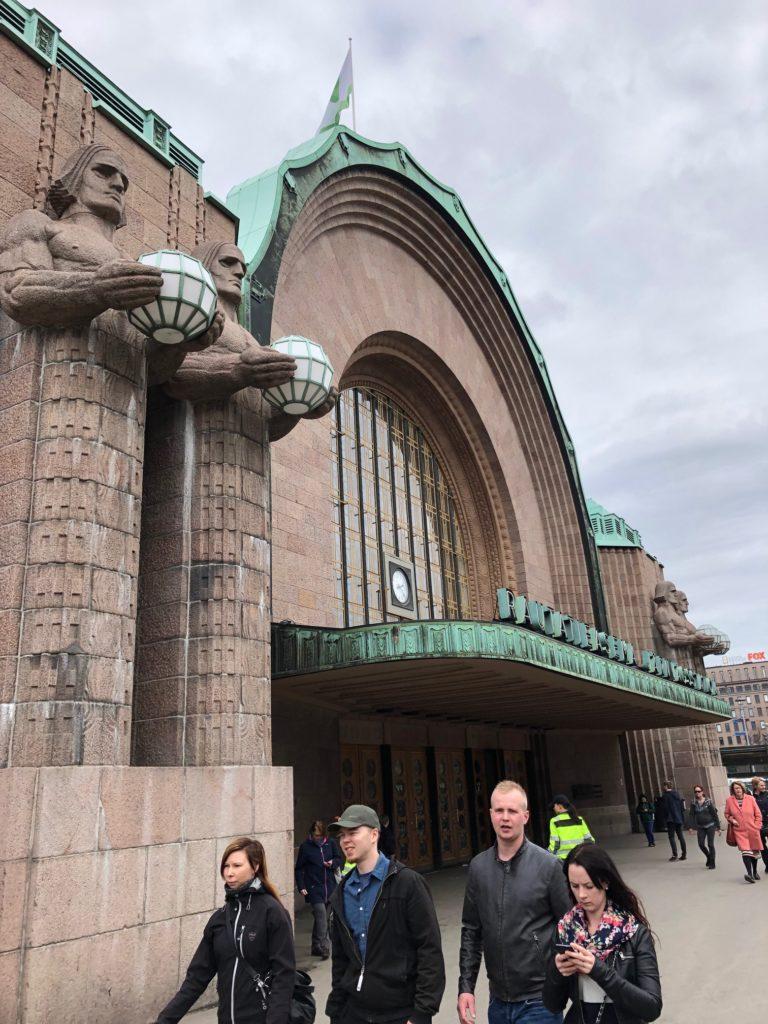 entrada principal de la estación central de tren de helsinki