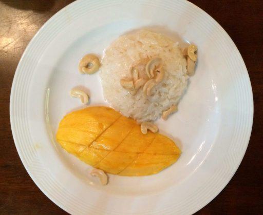 plato de arroz con mango que comer en Tailandia