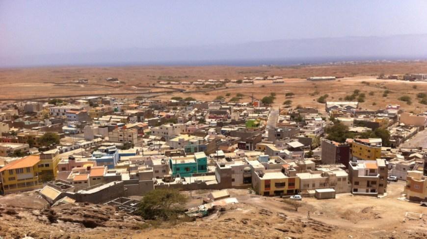 Espargos, capital de Isla de Sal, vista desde el Monte Curral