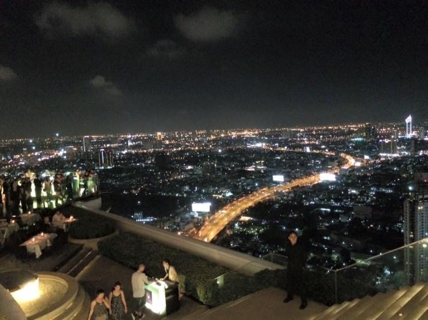 Como planificar un viaje a Tailandia, primera parada es Bangkok que aquí se ve a vista de pájaro en el Skybar