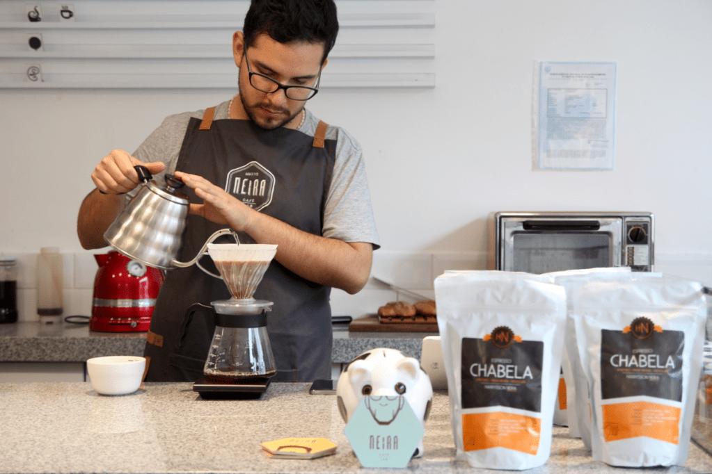 specialty coffee in peru_neira cafe lab_harry neira