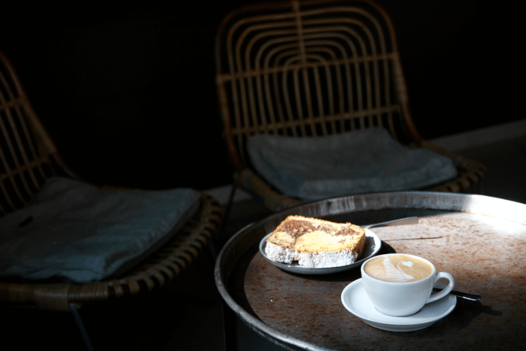 Your walking guide to specialty coffee in Berlin Kreuzberg part 2_kaffeekirsche_cake and coffee
