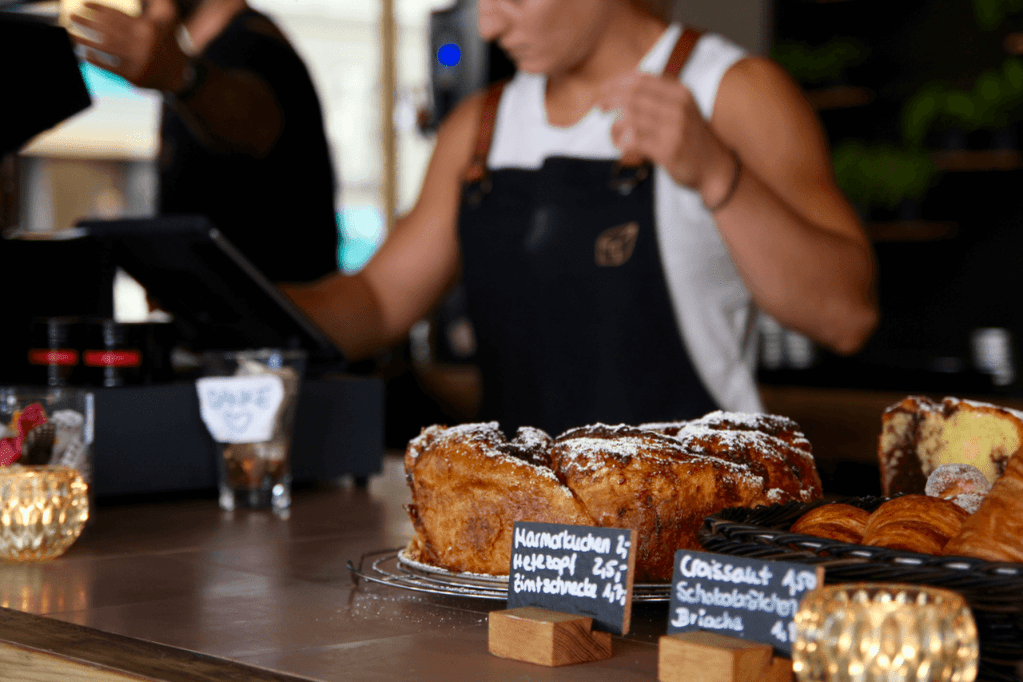 Your walking guide to specialty coffee in Berlin Kreuzberg part 2_kaffeekirsche_baked goods