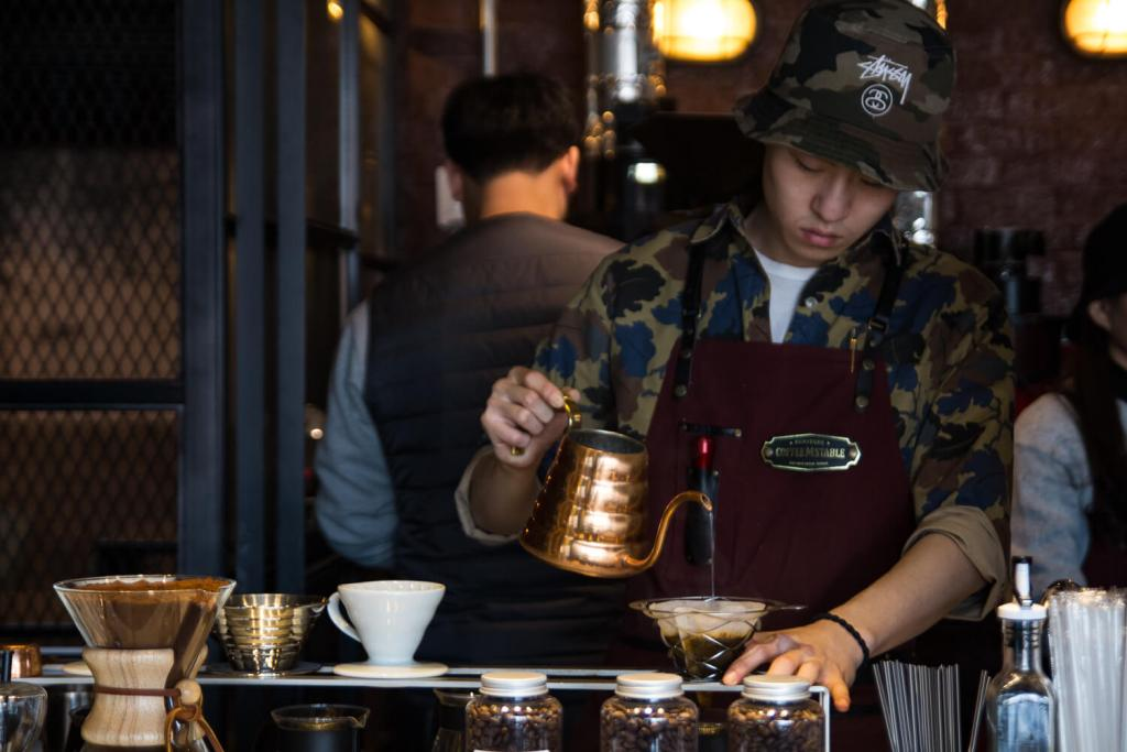 Specialty Coffee in Seoul_coffee m stable_pouring alto air
