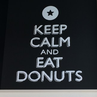 keep calm eat donuts