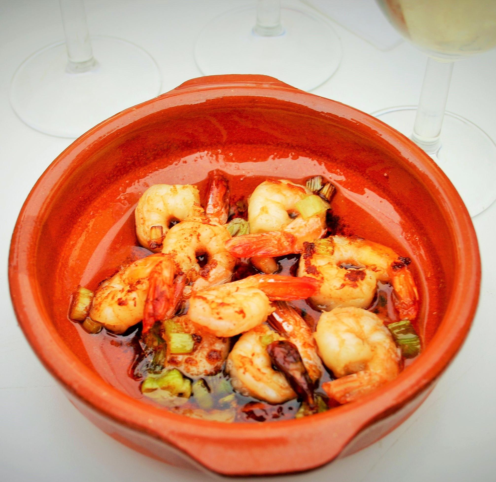 8x makkelijke tapas - Pil Pil garnalen zwemmend in hete pittige olie vol met knoflook plakje en hete pepertjes - Tapasfeestje - tapas - Mels Feestje