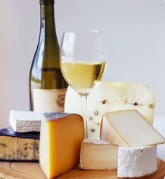 Kaas en wijn op je tuinfeest - noteer de smaken op een krijtbord en laat je gasten kiezen - mels Feestje