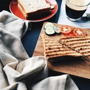 """Moederdag ontbijt Toast houten plank - 6x inspiratie moederdag - Mels Feestje"""""""