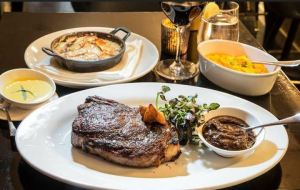 Blu on Park - steak foto van Tripadvisor - beste steak van new York - huiswijn mate happy hour $8 - mels Feestje en New York