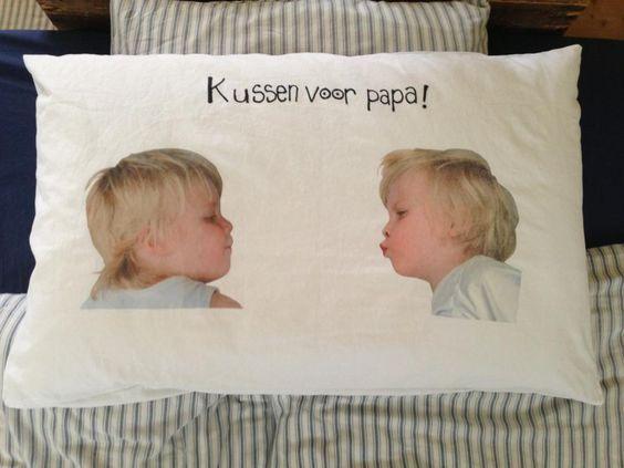"""Foto voor vaderdag - foto van een kus op een kussen als cadeau voor vaderdag - nog meer leuke cadeau ideeën voor vaderdag"""""""