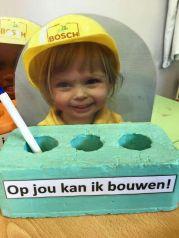 Foto voor vaderdag - meisje met helm - op jou kan ik bouwen - nog meer leuke vaderdag cadeau ideeen - mels feestje en feestdagen