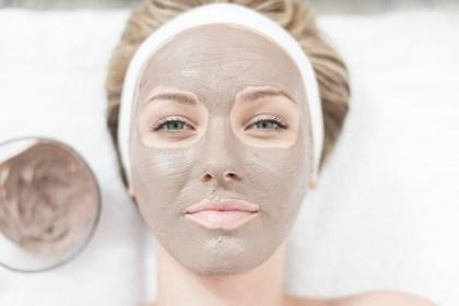 clay masks 3 Langkah Mudah Agar Pori-Pori Tampak Lebih Kecil