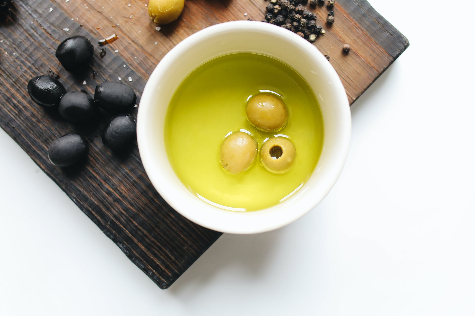 photo of olives on a bowl