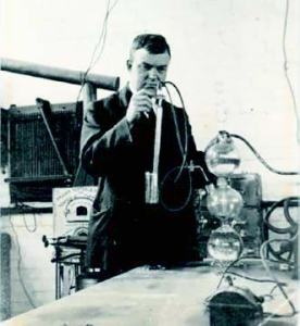 Figure 4. P F Thompson experimenting, circa 1920s, Melbourne University (courtesy of Graham Thompson).
