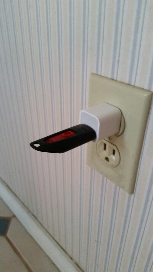 Had To Explain To My Grandmother That Usb Stick Dont Need To Be