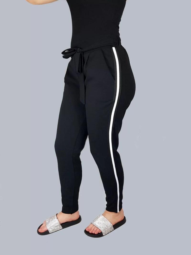 zwarte broek met witte streep
