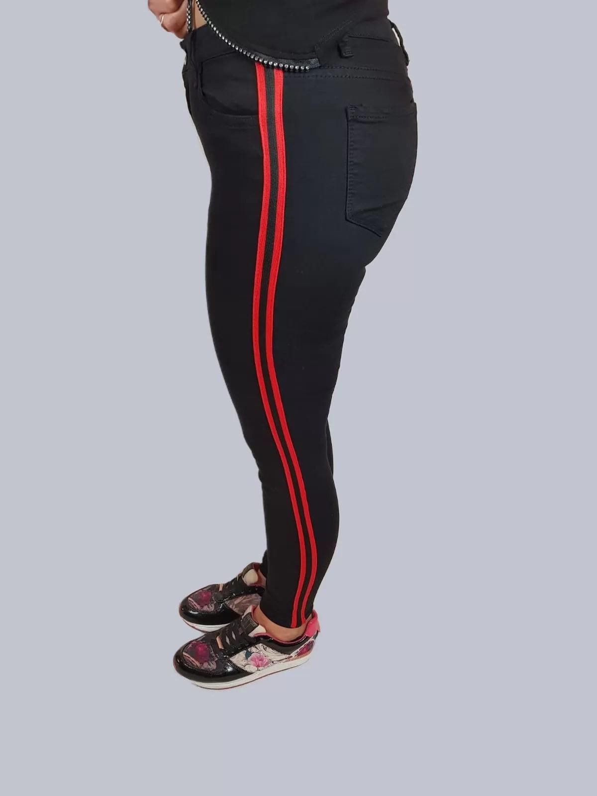 1f84a30fd69 Zwarte Strech Broek Met Rode Streep