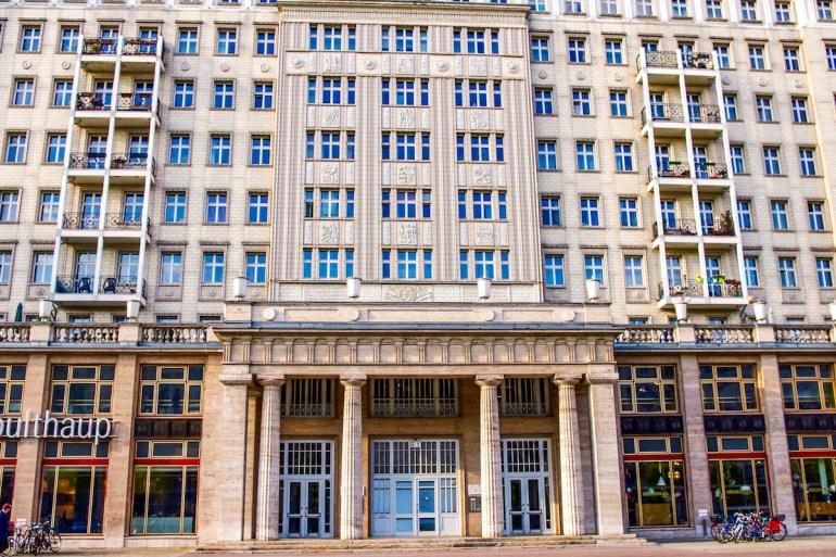 bâtiments staliniens de la Karl Marx Allee à Berlin
