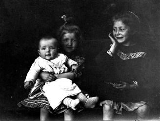 Germaine, Anne-Marie et Jean en 1909