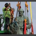 CHARLOTTESVILLE (USA) – Enlèvement de la statue du général Lee qui avait provoqué la mort d'une jeune femme