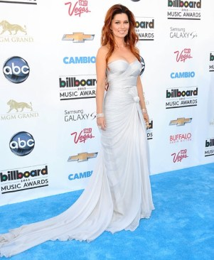 shania-twain-blue-carpet-bbma2013-600