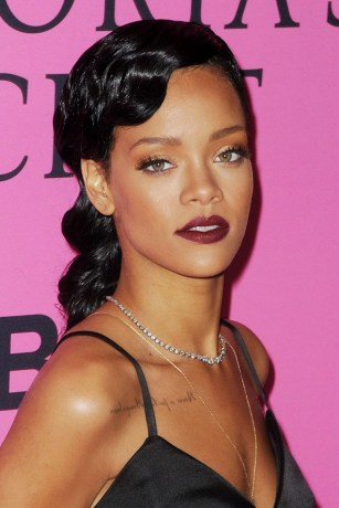 rihanna-red-berry-lip