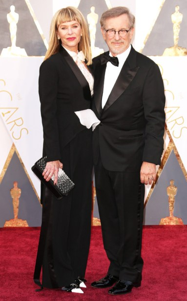rs_634x1024-160228194257-634.Steven-Spielberg-Kate-Capshaw-Academy-Awards-Arrivals-ms.022816
