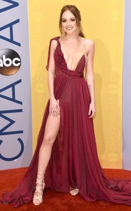 rs_634x1024-161102144651-634-danielle-bradbery-cma-awards-ms-110216