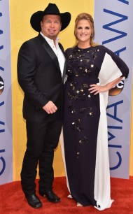 rs_634x1024-161102164423-634-garth-brook-trisha-yearwood-cma