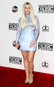rs_634x1024-161120164706-634-julianne-hough-2016-american-music-awards