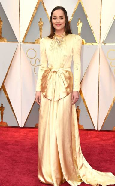 rs_634x1024-170226161746-634-academy-awards-oscars-2017-arrivals-dakota-johnson