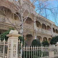 Melbourne Walks: Elegant Enclave