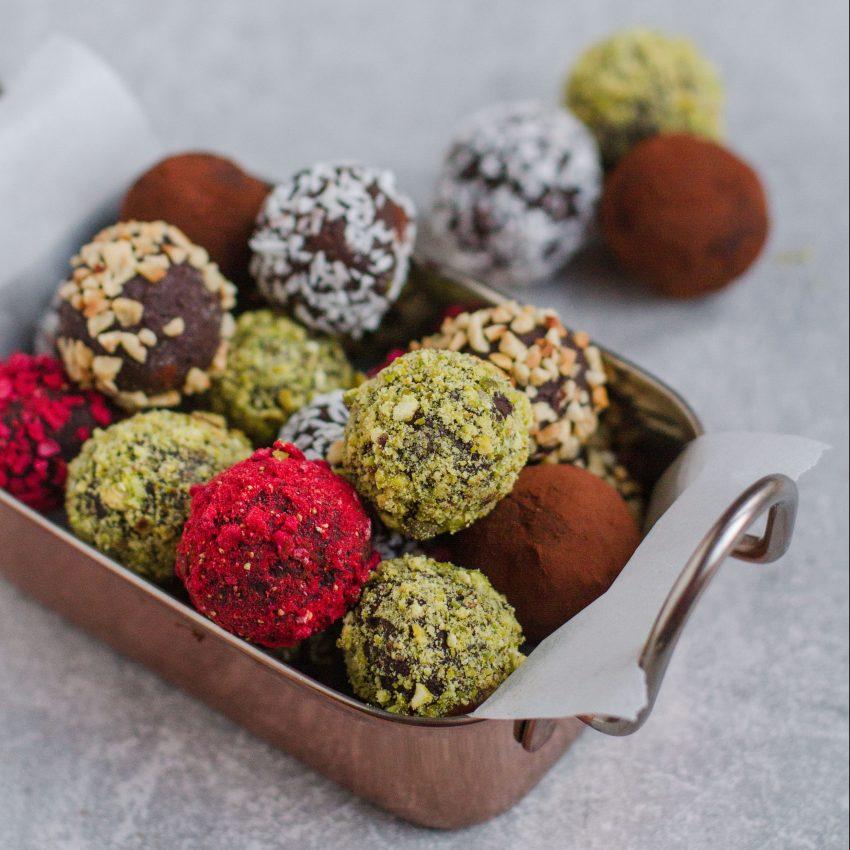 4 ingredient vegan chocolate truffles with coconut milk, vegan dessert