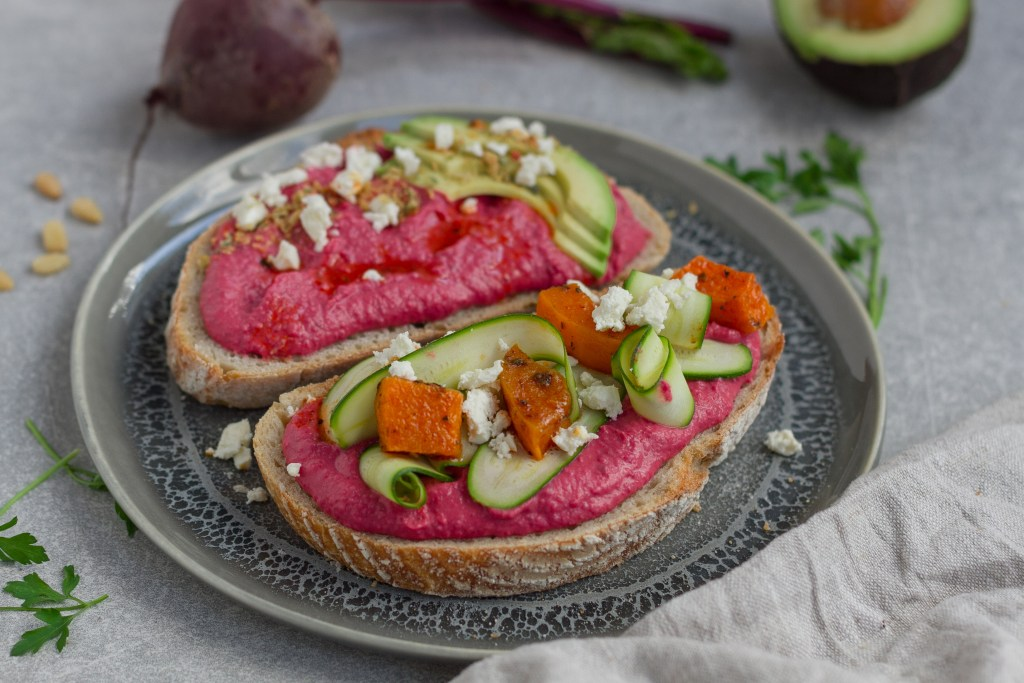 A delicious, creamy butternut squash and beet hummus. This easy hummus recipe is vegan, gluten-free, and made low-FODMAP by the use of garlic-infused olive oil