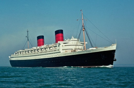 RMS Queen Elizabeth rests peacefully in Hong Kong