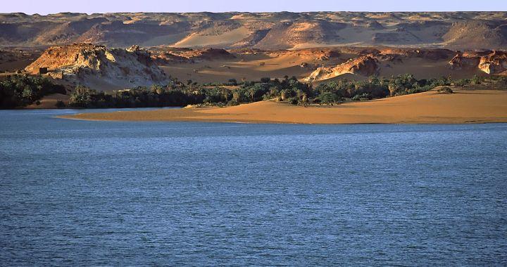 The oasis of Lake Yoa in Ounianga Kébir