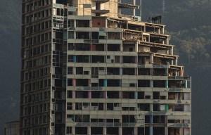 Torre de David – The abandoned skyscraper in Caracas