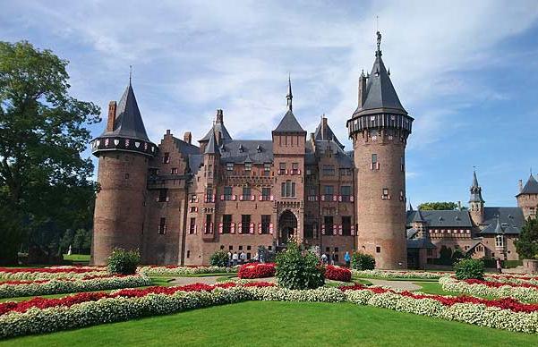 Kasteel de Haar – The medieval largest castle in the Netherlands in Utrecht