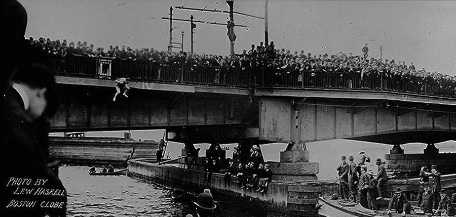 Houdini_Harvard_Bridge_2