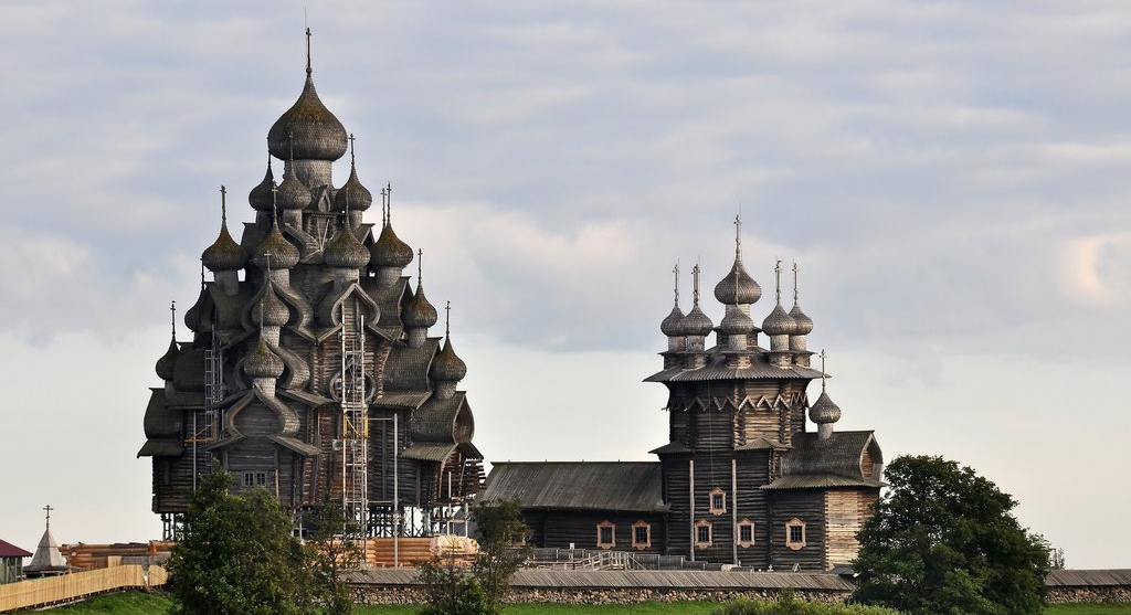 Kizhi Pogost – The large wooden churches in Kizhi island