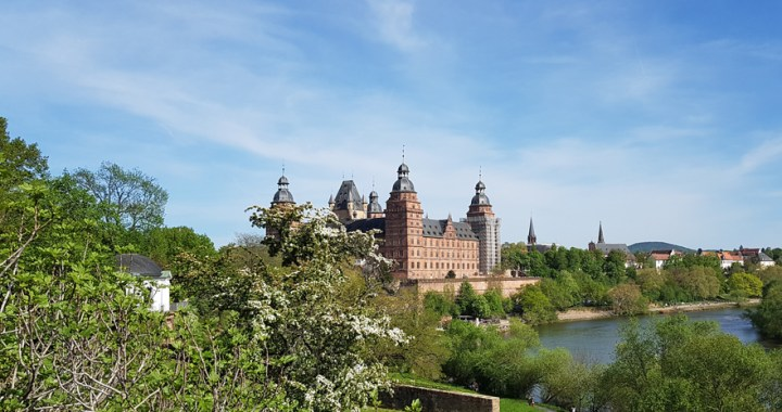 Schloss Johannisburg – Τhe square palace by the river in Aschaffenburg