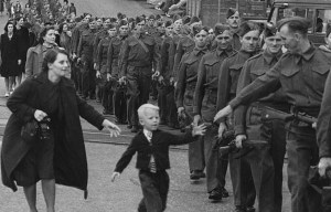 """""""Wait for me daddy"""" – One of the best pictures of the 1940s was taken in New Westminster"""