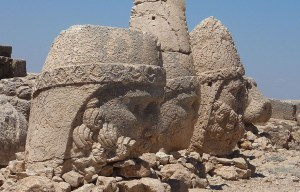 Hierothesion of Mount Nemrut – The gods around an ancient royal tomb in Kâhta