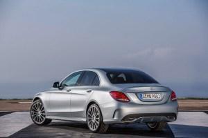 Mercedes-Benz C250, AMG Line, Avantgarde, Diamantsilber metallic, Leder Cranberryrot/Schwarz, Zierelemente Holz Esche schwarz offenporig,  (W205), 2013