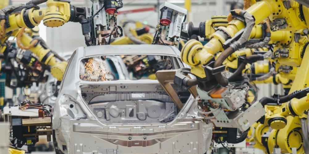 Se reduce producción de vehículos en México