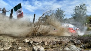 8088_NEUVILLE-puddle-mexico-2015_551_896x504